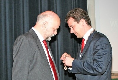 Piet Hemker receiving his royal decoration at CWI on 17 November 2006